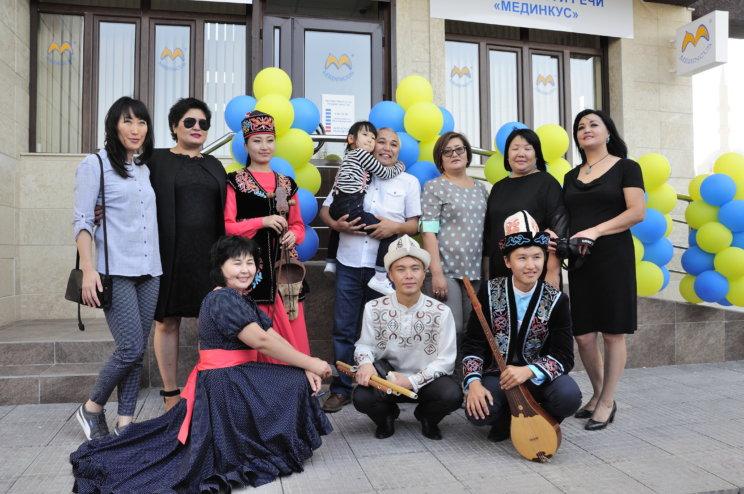 Zaproszeni goście naotwarcie filii wBiszkeku